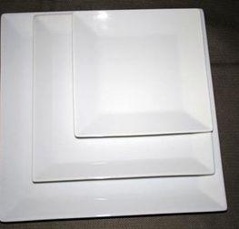 assiettes carrées 0.25cts/pièce hors tva